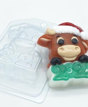 Пластиковая форма для шоколада Бык в новогодней шапке