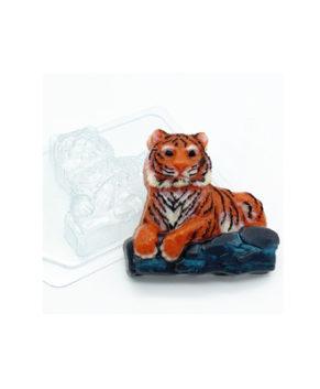 Пластиковая форма для шоколада Тигр лежит на камнях